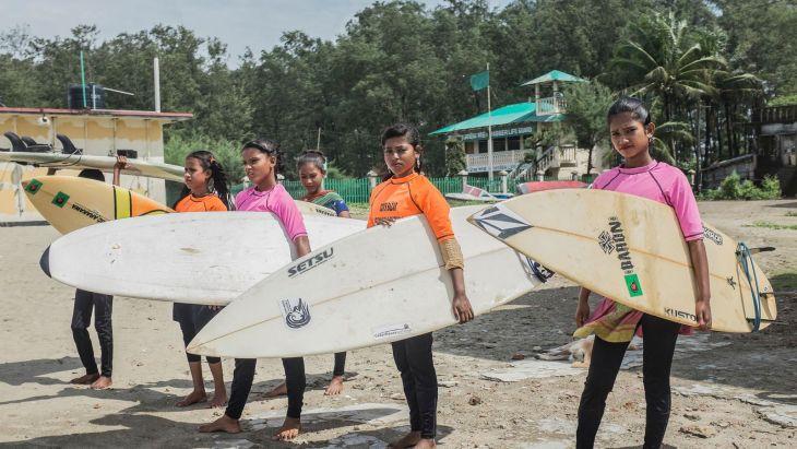 bangladesh-surfergirls005-1508868933