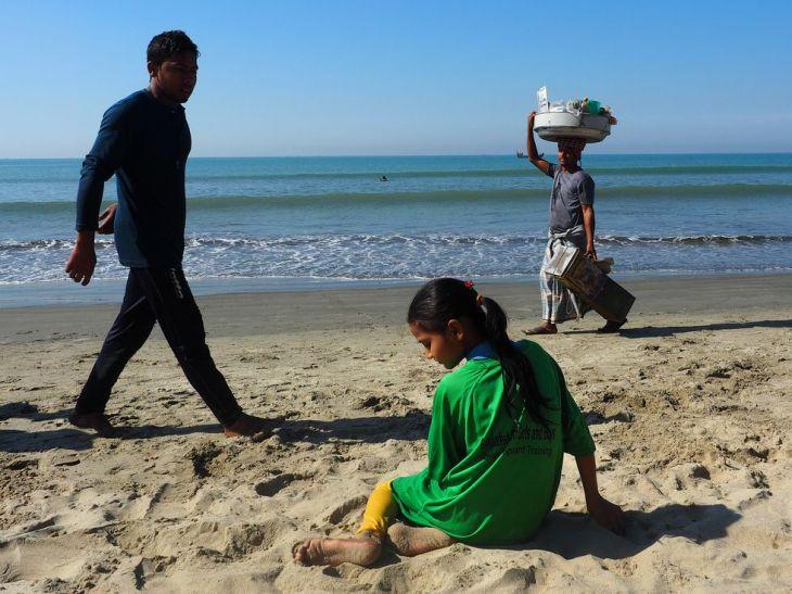 surf-girl-on-beach-1508466959
